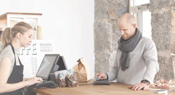 kortbetaling i en dansk cafe