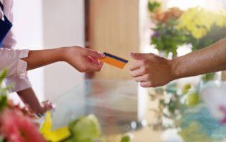 overrækkelse af betalingskort